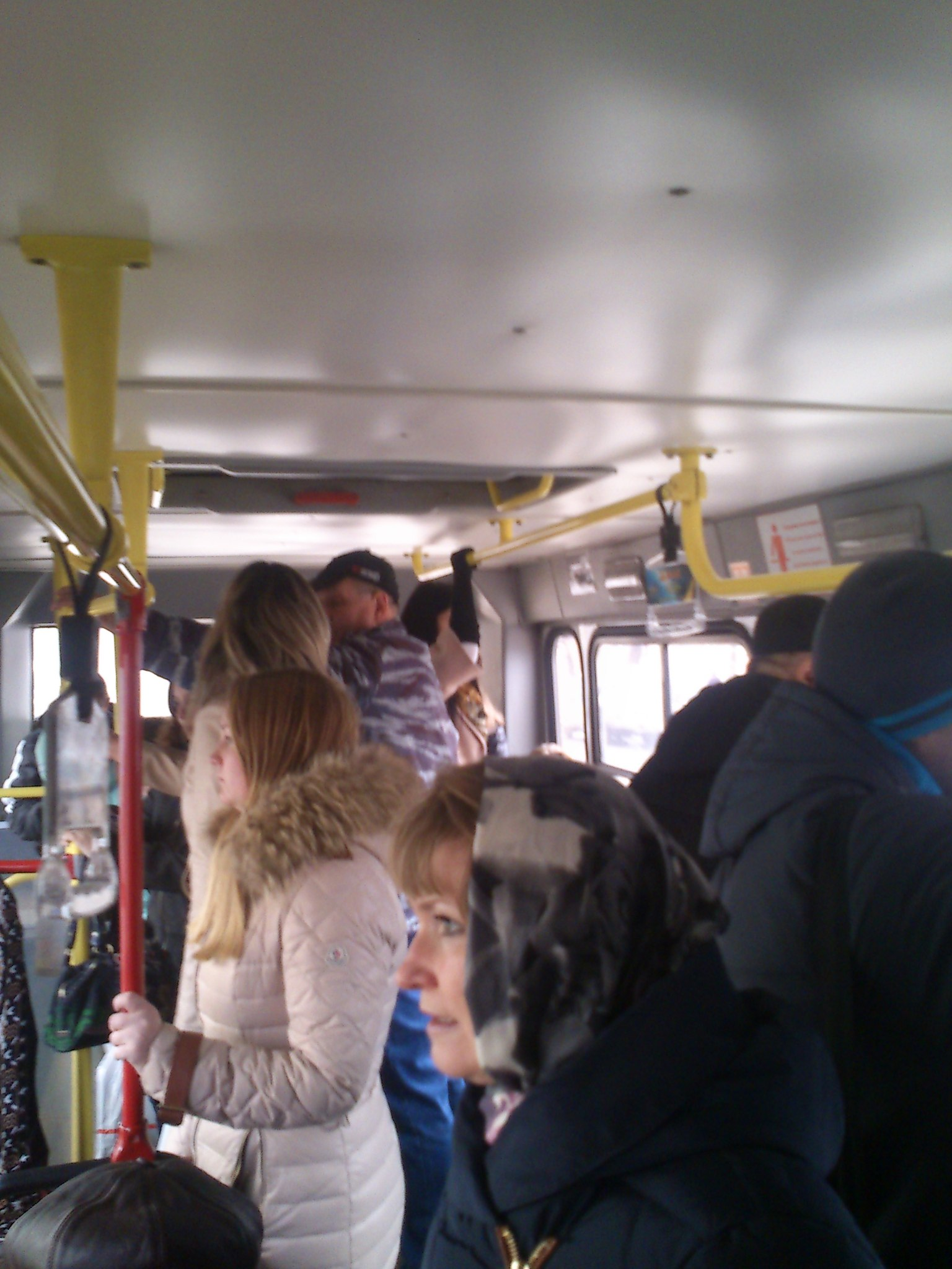 только девушек прижался спереди к женщине в транспорте исключено, также