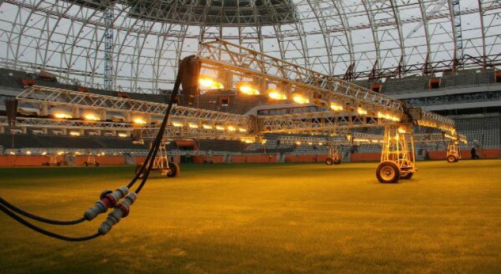 На стадионе «Мордовия Арена» выращивают газон с помощью искусственного солнца