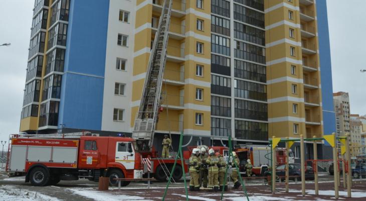 В Саранске сотрудники МЧС потушили «пожар» в многоквартирном доме