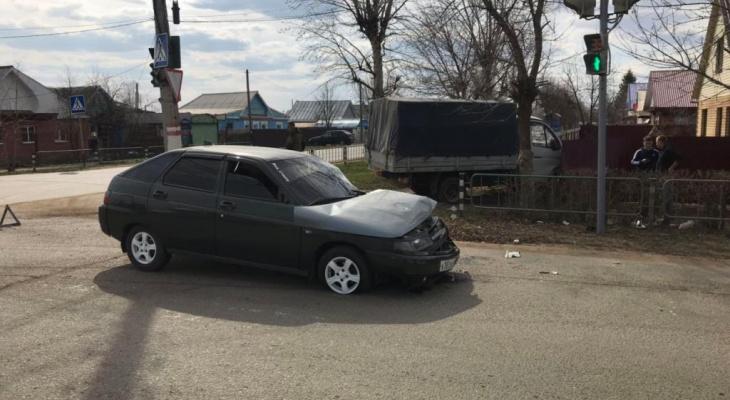 В Мордовии столкнулись ВАЗ и ГАЗ, есть пострадавшие