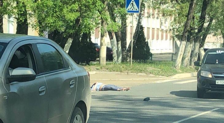 В Саранске «Приора» сбила девушку, идущую по «зебре»