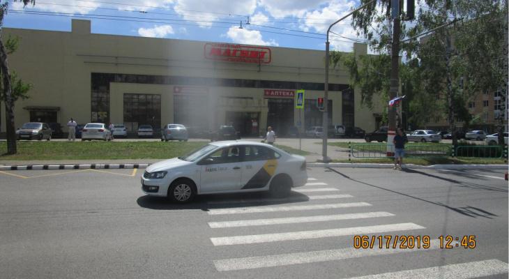 Таксист сбил жительницу Саранска на пешеходном переходе