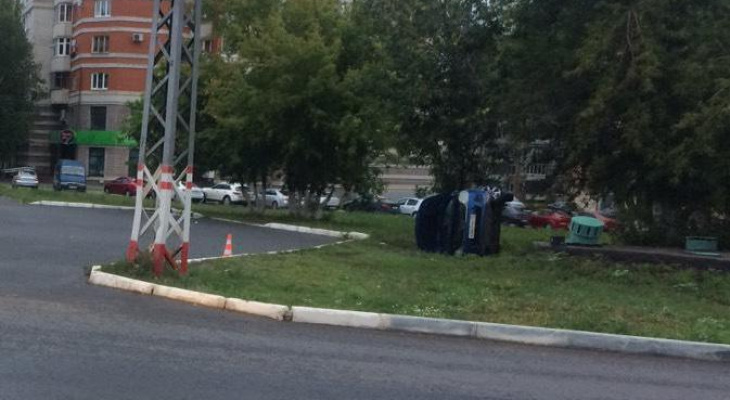 В Саранске перевернулось авто, пострадал человек
