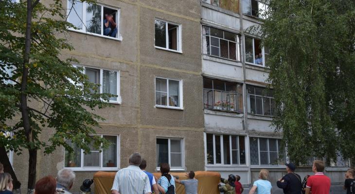 Житель Саранска, пытавшийся выбросить новорожденную дочь из окна, сделал это на следующий день после её крещения