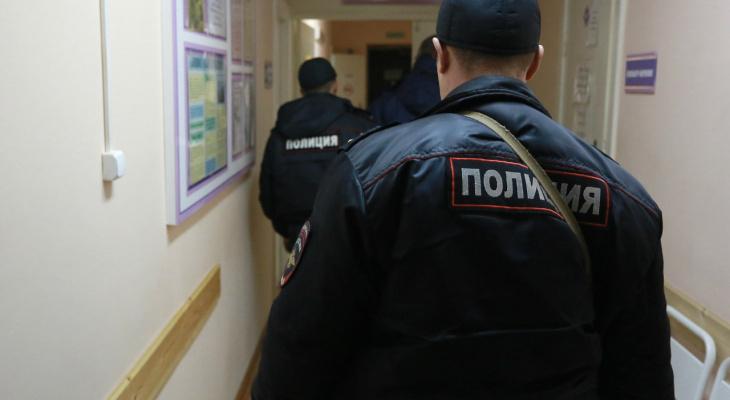 В Саранске подростки проникли в здание банка, разрушив стену