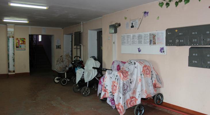 В Саранске в подъезде дома горела детская коляска