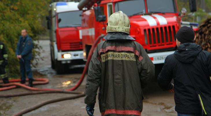 В Рузаевке в гаражном массиве горел автомобиль