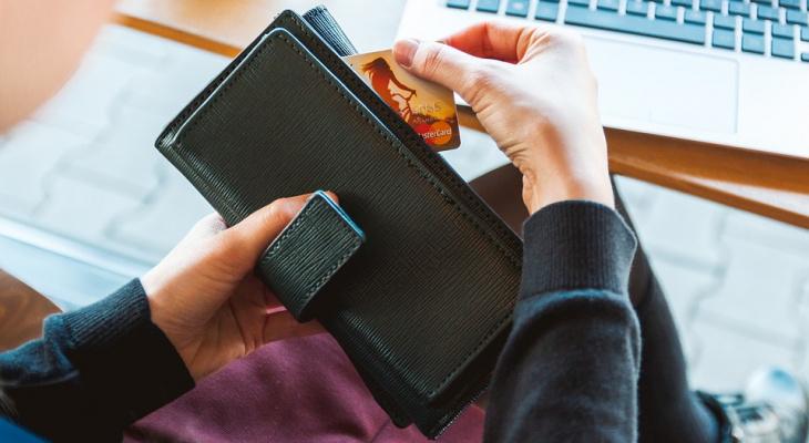 Жительница Мордовии украла с кредитной карты коллеги 70 тысяч рублей