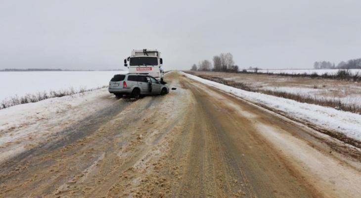 В Мордовии лоб в лоб столкнулись иномарка и мусоровоз
