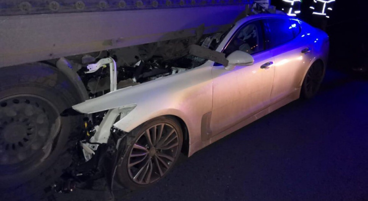 На трассе в Мордовии легковушка влетела под тягач: водитель погиб