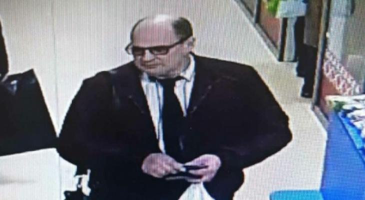 Полицейские ищут мужчину, который расплачивался в магазинах Саранска банкнотами «Банка приколов»