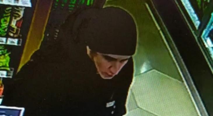 В Саранске  молодой человек украл деньги с чужой карты