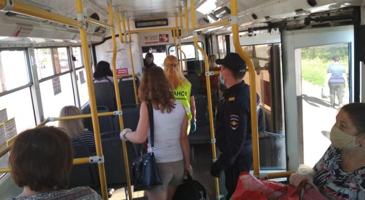 Группы контроля следят за соблюдением масочно-перчаточного режима в общественном транспорте Саранска