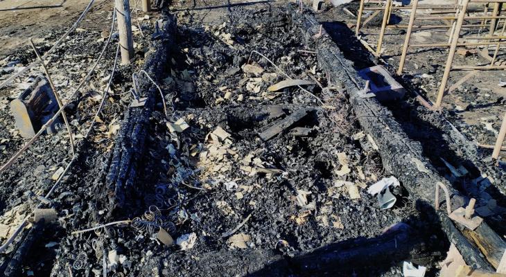 В пригороде Саранска в сгоревшей сторожевой будке нашли тело мужчины