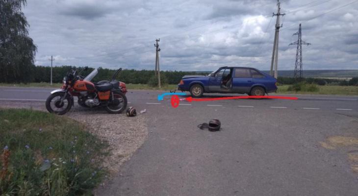 Пожилая женщина погибла при столкновении легковушки и мотоцикла в Мордовии