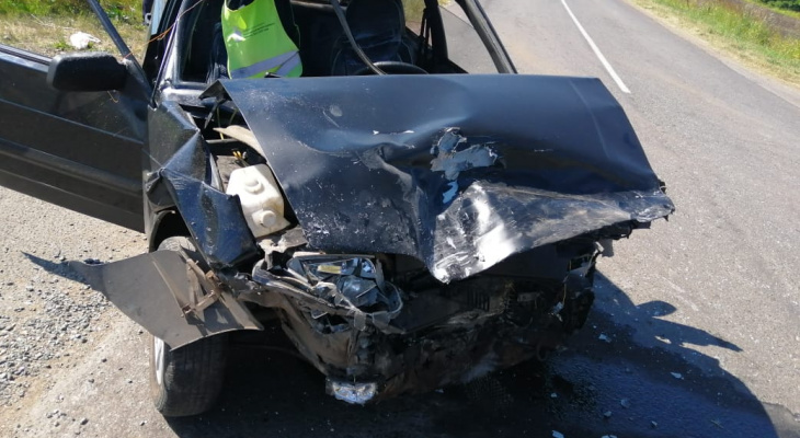 В Мордовии водитель «Калины» не уступил дорогу и отправил двух человек в больницу