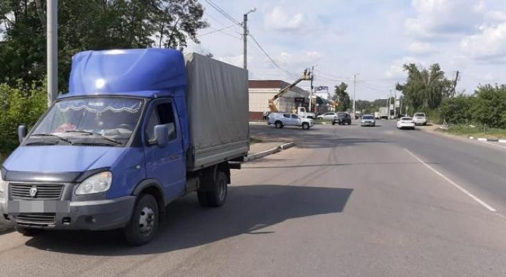 Жителю Саранска пришлось обращаться за медпомощью из-за кабеля, лежащего на дороге