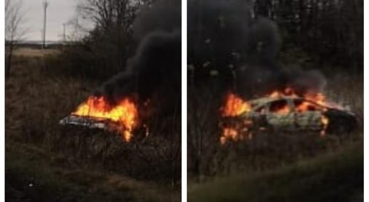 В Мордовии иномарка загорелась после ДТП: водитель сбежал