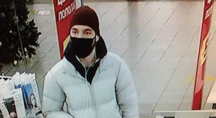Полицейские Саранска разыскивают любителя «бесплатного» шопинга