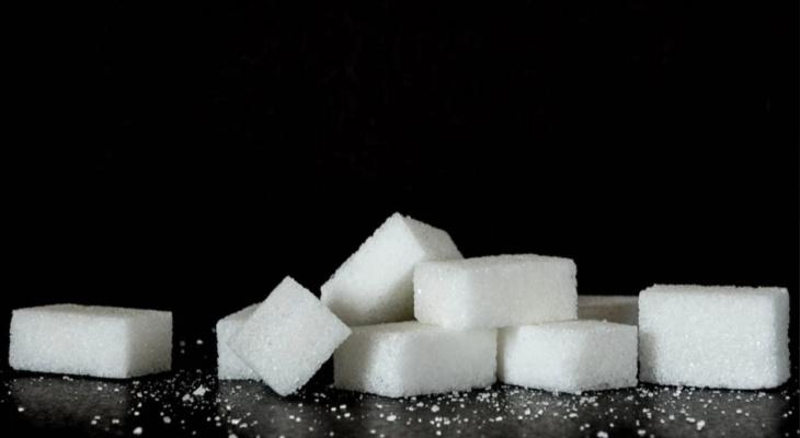 Эксперты предупредили россиян о дефиците сахара