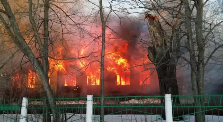 В Мордовии сгорел недействующий корпус больницы