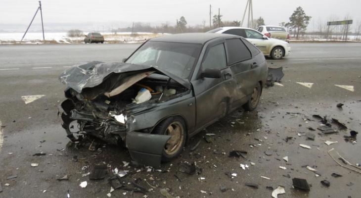 В Мордовии в ДТП с такси пострадали два человека