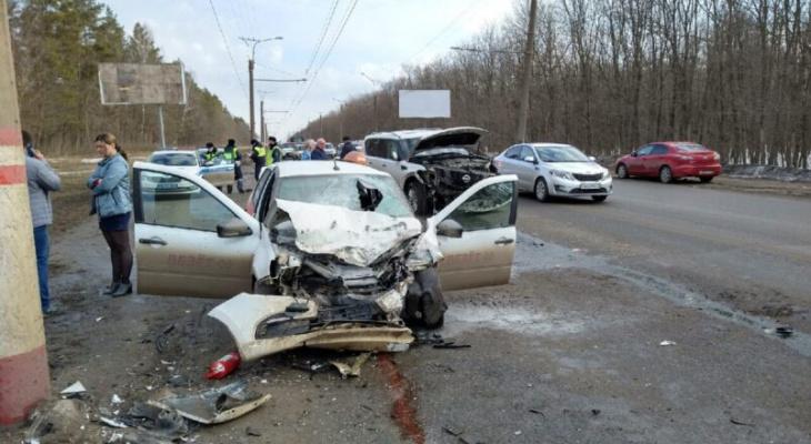 В Саранске в утренней аварии с участием такси пострадали два человека