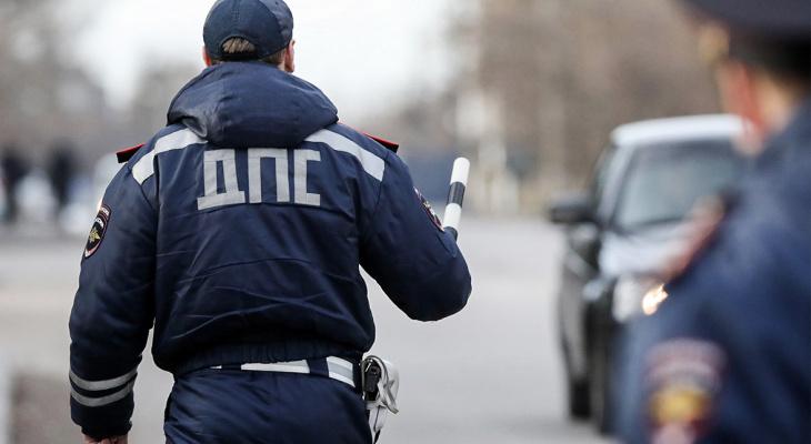 В Саранске задержали сотрудника ГИБДД, который за деньги ставил машины на учет