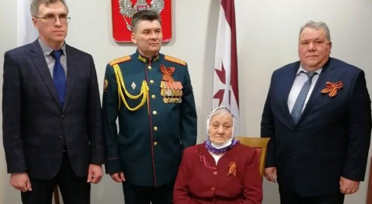 В Мордовии дочери красноармейца вручили удостоверение к ордену отца спустя 77 лет