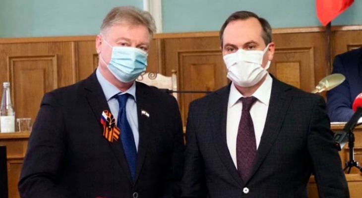 Артём Здунов поздравил законодателей региона с Днем российского парламентаризма