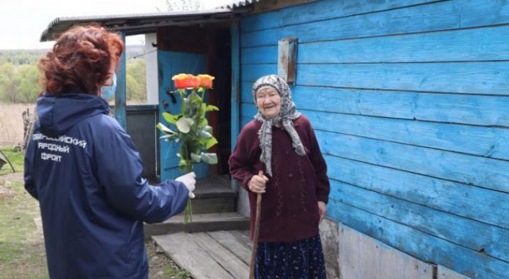 Активисты ОНФ поздравили тружениц тыла из Мордовии с Днём Победы