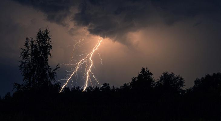 9 июня местами по Республике Мордовия ожидается гроза, пройдет сильный ливень