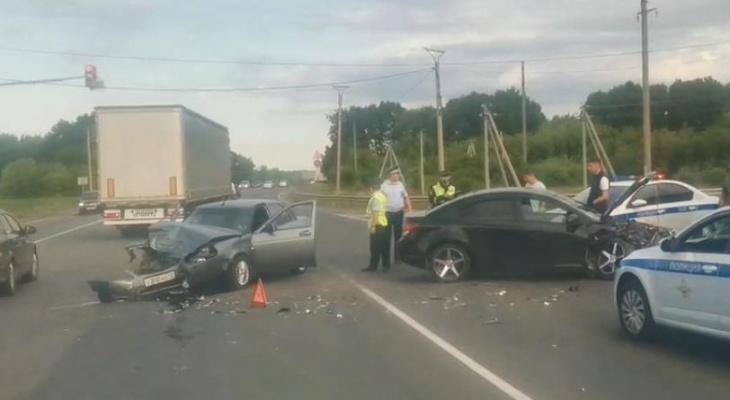 Женщина пострадала в лобовом ДТП с легковыми автомобилями на выезде из Саранска