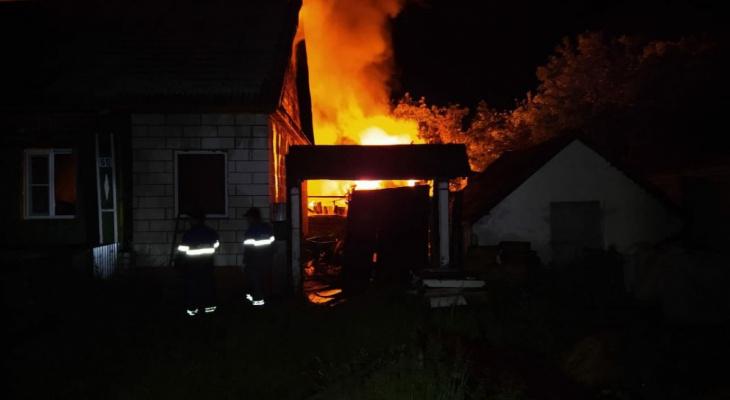 Дом, баня и сарай загорелись ночью в Темниковском районе Мордовии