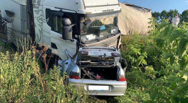 Появились подробности смертельного ДТП возле Масловки, где столкнулись ВАЗ и большегруз