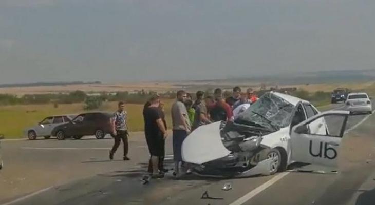 В Мордовии столкнулись легковушка и две фуры, есть пострадавшие