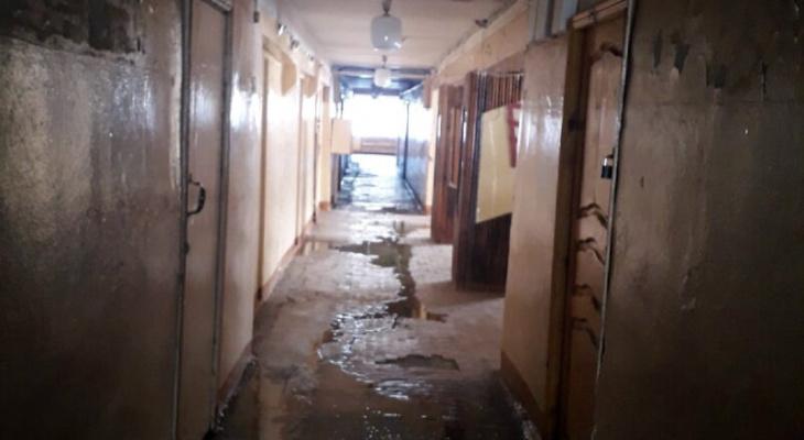В Краснослободске может обрушиться одно из общежитий, а люди до сих пор живут там