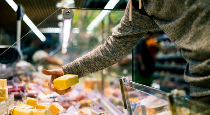В Саранске поймали подростка, который украл 19 пачек масла и 7 килограмм сыра