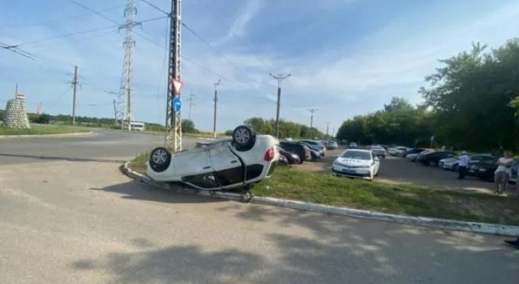 В Саранске женщина-водитель Ford Mondeo перевернула одну «Ладу», а вторую протаранила