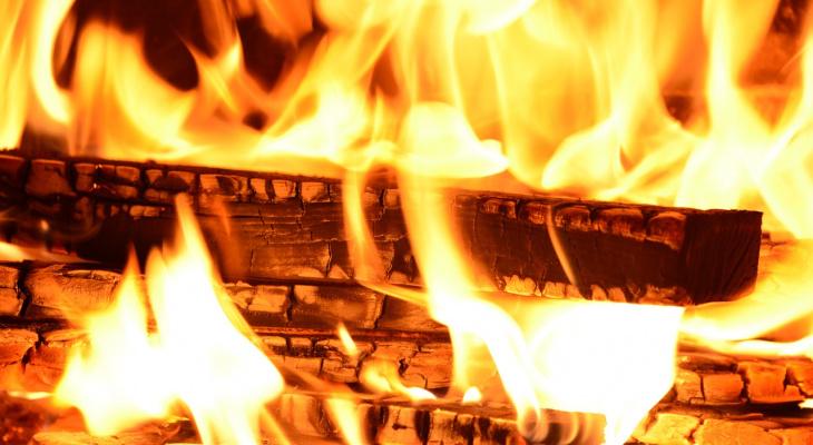 В Мордовии огонь уничтожил жилой дом и баню