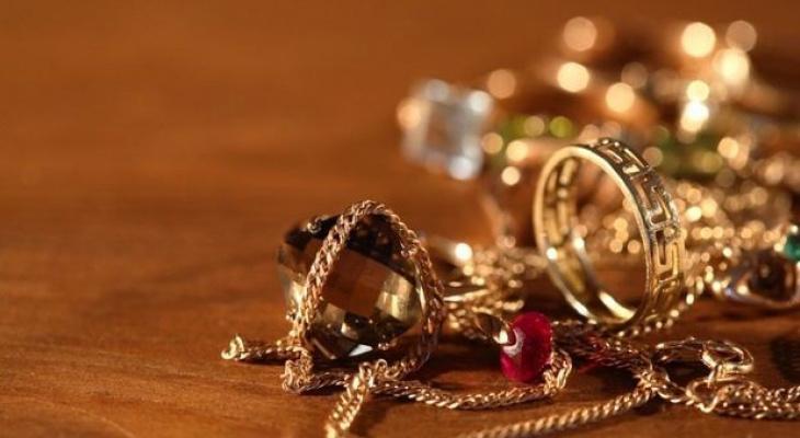 Пакет золота украла 21-летняя жительница Саранска у мамы своего любимого