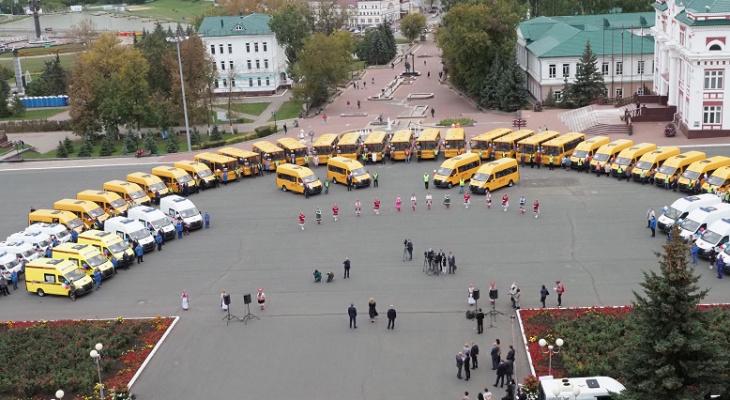 В Мордовию поступили новые школьные автобусы и машины скорой помощи