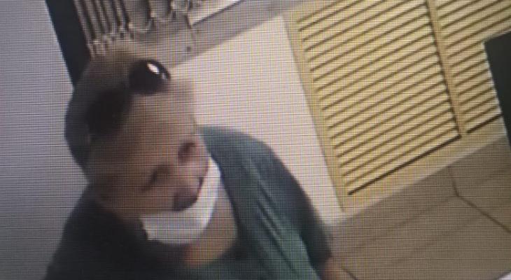 Полиция ищет женщину, укравшую портмоне из магазина в Саранске