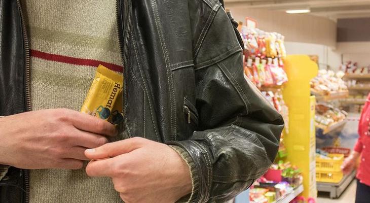В Саранске задержали вора-сладкоежку, который пытался вынести из магазина шоколад