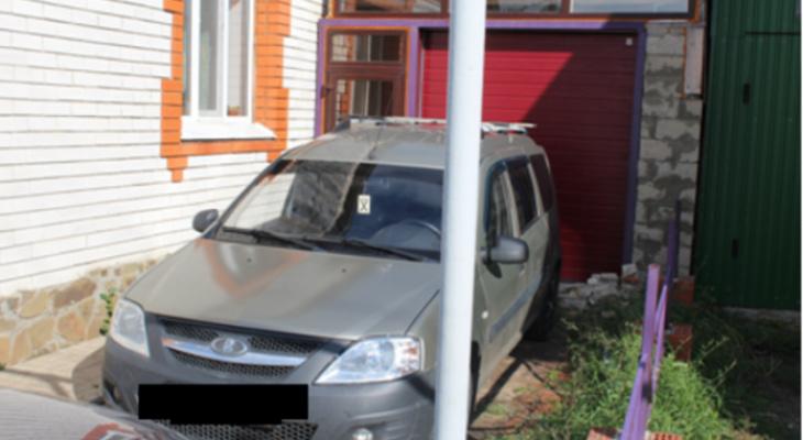 Пьяный житель Мордовии проколол шины соседям, вспомнив зимние обиды