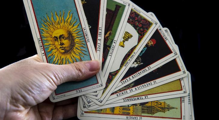 Близнецы могут лишиться денег: гороскоп на 8 октября для всех знаков