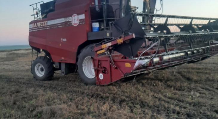 Комбайнер из Мордовии лишился ноги, когда производил очистку бункера