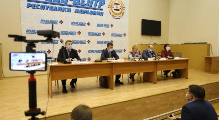 В Мордовии обсудили вопросы обязательной вакцинации и введения QR-кодов