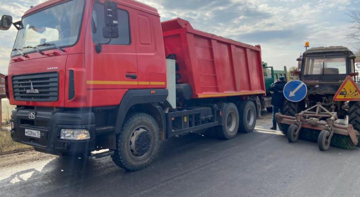 Водитель «Камаза» попал в больницу после столкновения с другим грузовиком в Мордовии