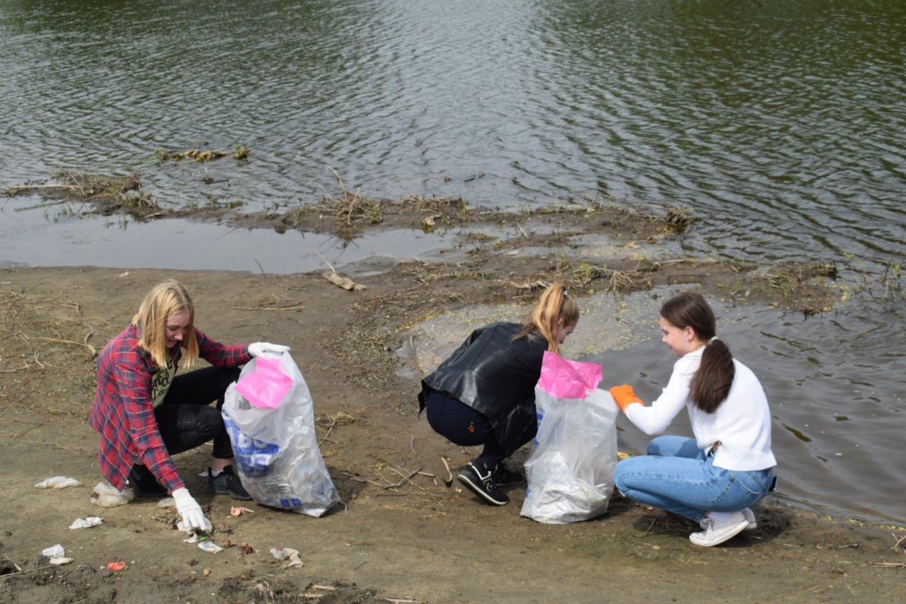 изменить размер картинки люди бросают мусор в реку подобрав специи можно